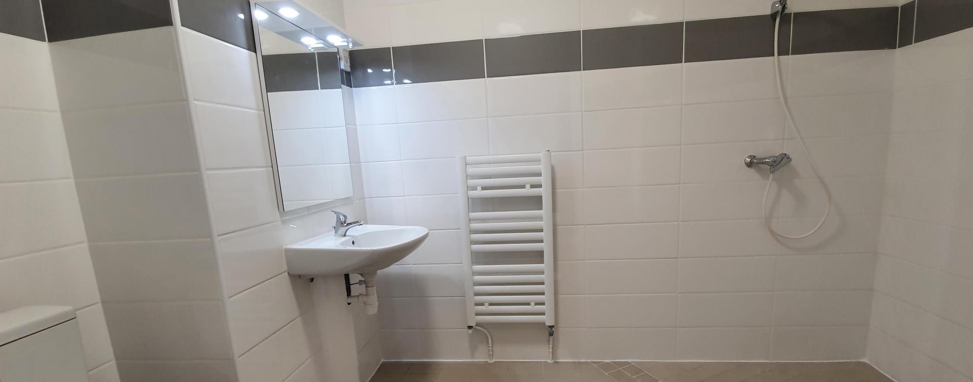 Studio 003  Salle de douche